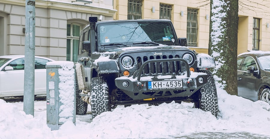 Jeep Driving in Snow with Lockers